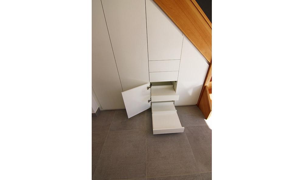 placard-sous-escalier-sur-mesure