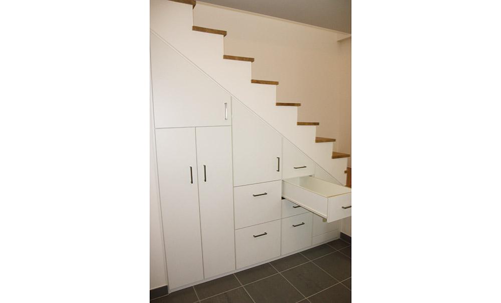 placard-sur-mesure-sous-escalier-voiron