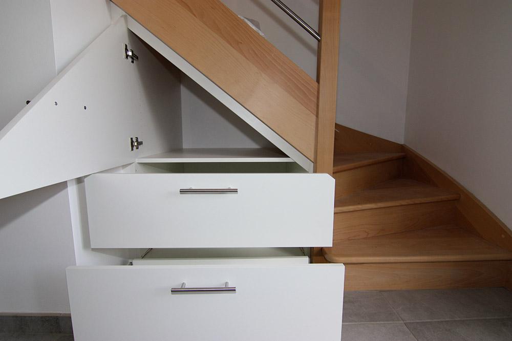 rangement-sous-escalier-sur-mesure-1