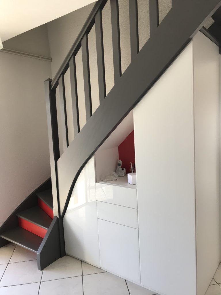 Rangement placard sous escalier